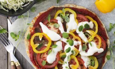 Pizza Piazza med rostbiff och vitkålssallad