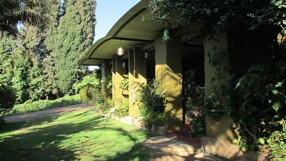 5 Bedroomhouse for sale in Val De Grace Pretoria East R 1995000.00All offers will beconsideredINCOME GENERATING.Well situated in a 24hour security area. Close to N1, N4, CSIR, and shopping malls.Big family home with two bedroom flat. Large balcony ideal for entertaining.Beautiful garden.ERF Size: 1592sqmBuilding Size: 425sqmQuick Find: 578673Property Features·4Bathrooms·5Bedrooms·3Carports·1Flatlet·2Garages·2Reception ...