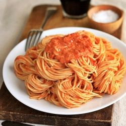 "The pasta dish my boyfriend asked me to ""never stop making!"": Friggen Delish, Pasta Dishes, Food, Cooking Lights, Vodka Cream Sauces, Sauces Recipes, Tomatoes Vodka, Wholli Crap, Vodka Sauces"