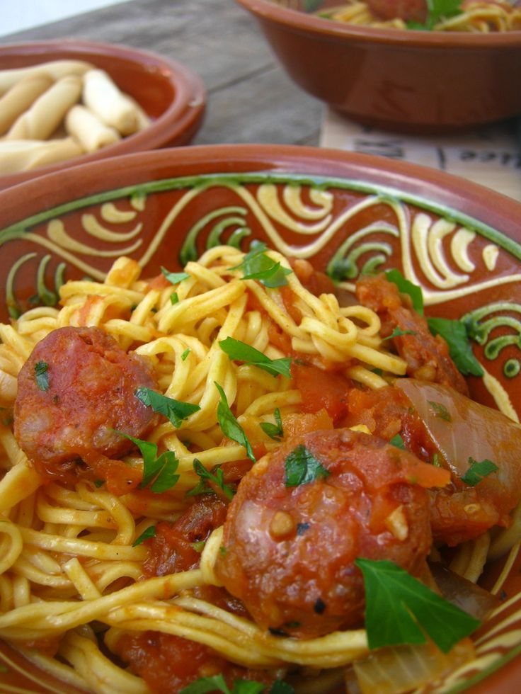 Spicy Chorizo and Spaghetti http://www.juliascuisine.com/home/spicy-chorizo-and-spaghetti