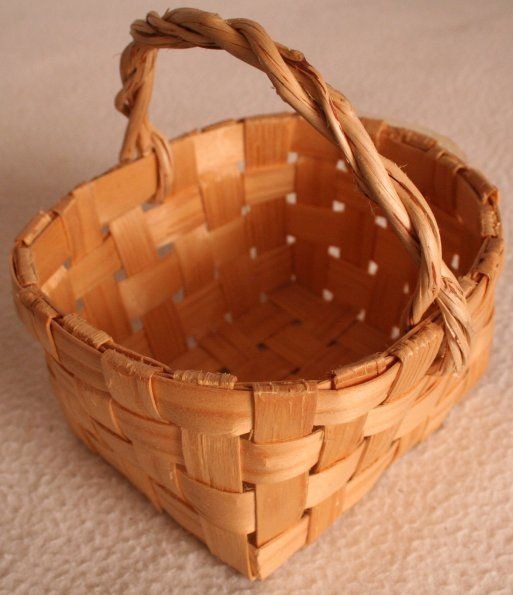 Pärekori / Shingle basket. Very, very traditional type of a basket. I got one from my mother-in-law and I use it to store unfinished knitworks so they look prettier in the living room:) Other purpose is to collect herbs etc., so they get enough air before the final handling.