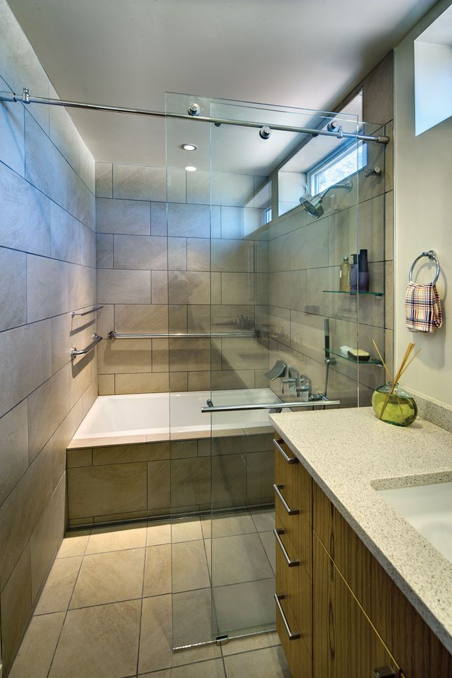 Bathing Cabinet Shower Amp Tub All Behind A Glass Door