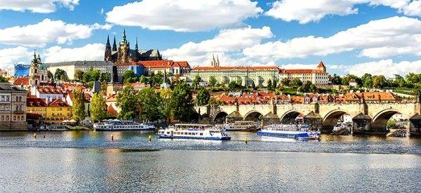 2–5denní pobyt se snídaněmi a lahví vína v hotelu Pankrác v Praze pro 2 osoby