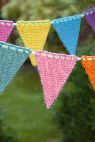 Free Knitted Bunting Pattern by Faye Perriam