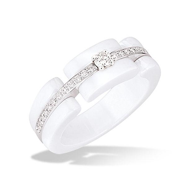 遊び心のあるデザイン *エンゲージリング 婚約指輪・シャネル*