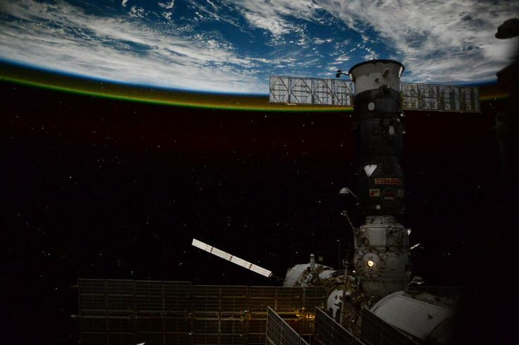 """L+66/67:Diario di Bordo.Con ATV e Dragon @AstroSamantha è in piena modalità """"carico e scarico""""!http://avamposto42.esa.int/blog/diario-di-bordo/single/l66-l67-cargo-in-partenza-e-arrivo-allo-spazioporto-iss/ …"""
