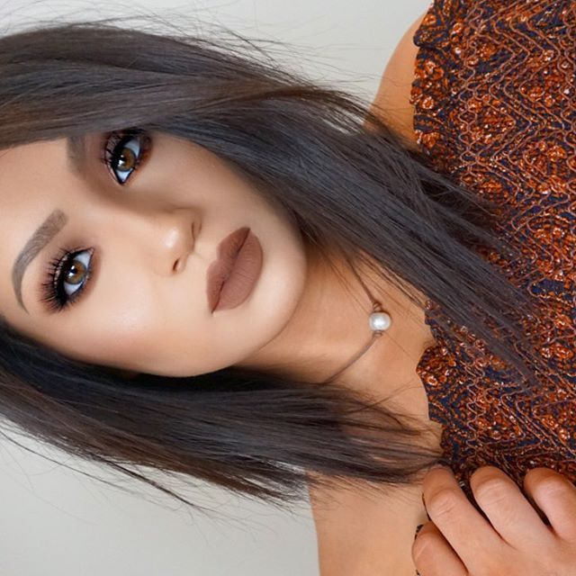 """Never wear brown lips because I feel like they aren't flattering on me, but this one is so pretty I had to ❤️BROWS @anastasiabeverlyhills Brow Wiz + Powder Duo """"Medium Brown"""" 