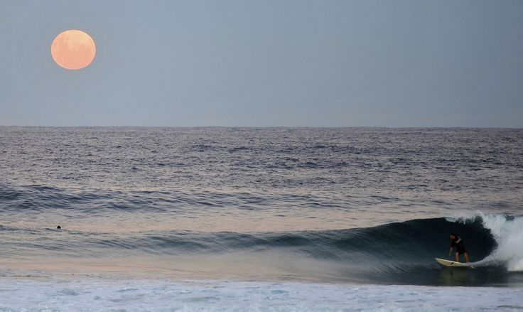 Maroubra Beach, NSW, Australia  Super Moon - May 2012  Pic by Sarah Rowan Dahl