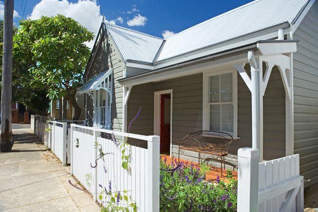 Street appeal garden for Queenslander exterior colour schemes
