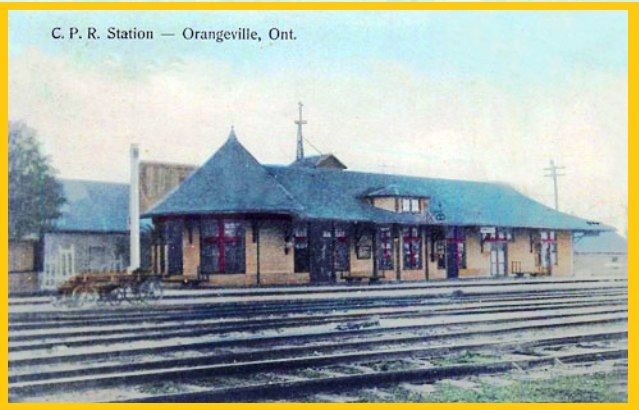 ORANGEVILLE , Ontario - Canadian Pacific Railway station vintage pc rc