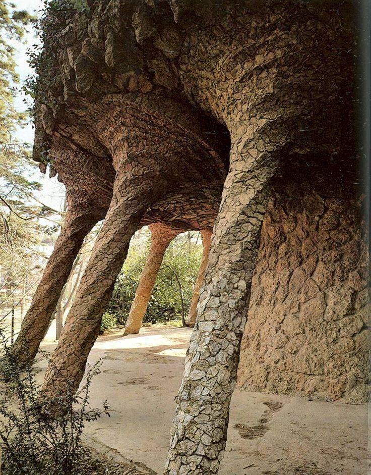 Jugendstil stijl, de pilaren in Parc Guell