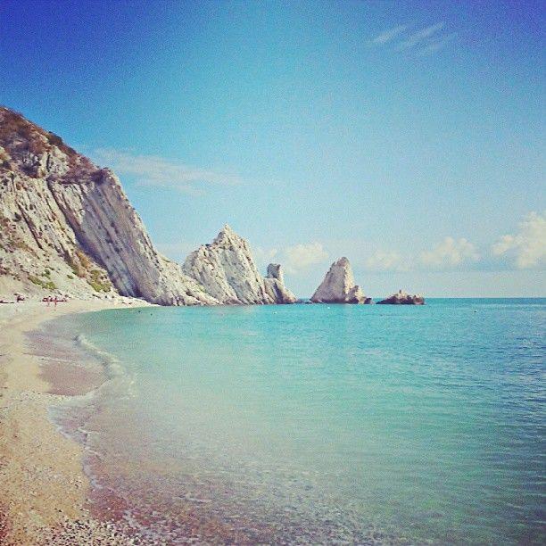 27/08/2013 Mattinata in una delle perle della Riviera del Conero. La Spiaggia delle Due Sorelle a Numana (Ancona)
