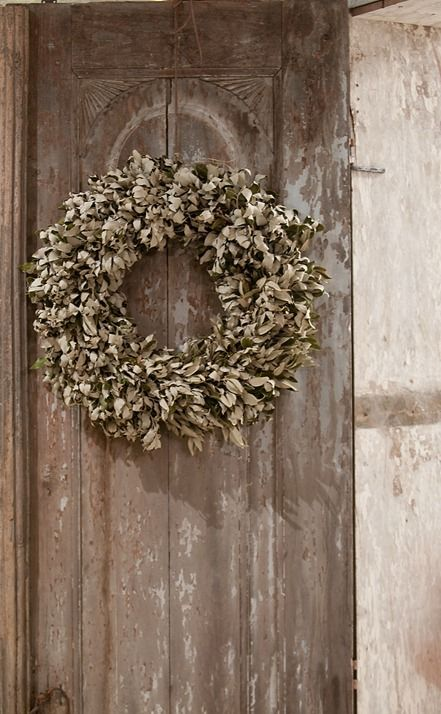 i will like to start making my wreaths again... thinking I need to open my shop...