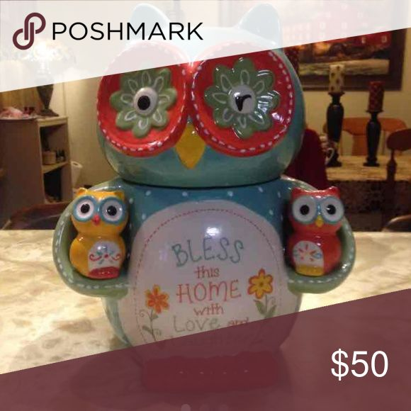 ISO Owl Cookie Jar from Cracker Barrel ***NOT FOR SALE*** IN SEARCH OF! Help...  I have been trying so hard to find this...kicking myself for not getting it when it was in the stores.    Please let me know if you have one...new or used. Willing to pay $50 ish plus shipping. (Not paying 500....but I had to list that price to keep people from buying my iso...) :D Other