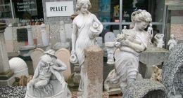 statue fontane tavoli panchine