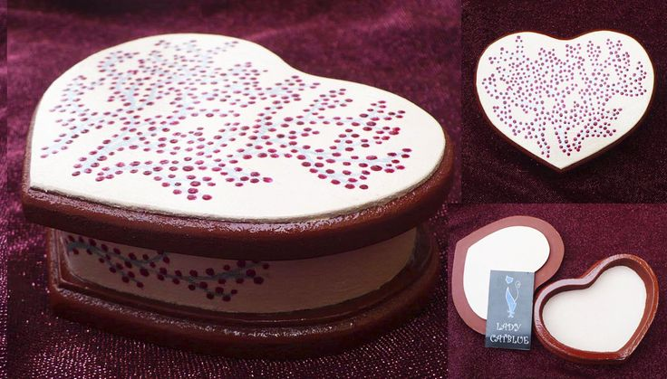 Caja corazón árbol de cerezas 12,4x9 cm.