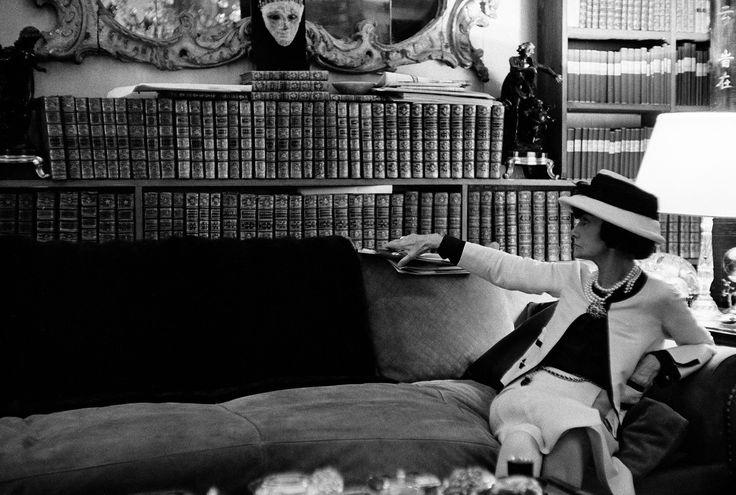 """Gabrielle Chanel - ,,Când moda ilustrează istoria"""", La Revue des Sports et du Monde Matford, nr.32, Iunie-iulie 1936, Paris. Collection Patrimoine de Chanel"""