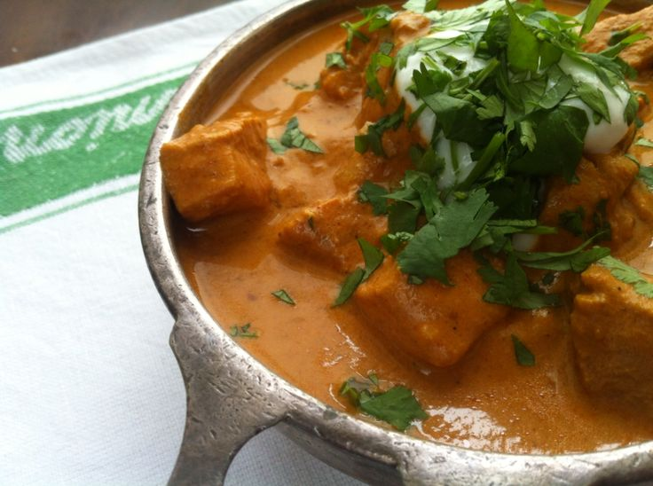 2 syn slow cooker chicken tikka masala. Sing World friendly http://www.theslimmingfoodie.com/slow-cooker-chicken-tikka-masala/