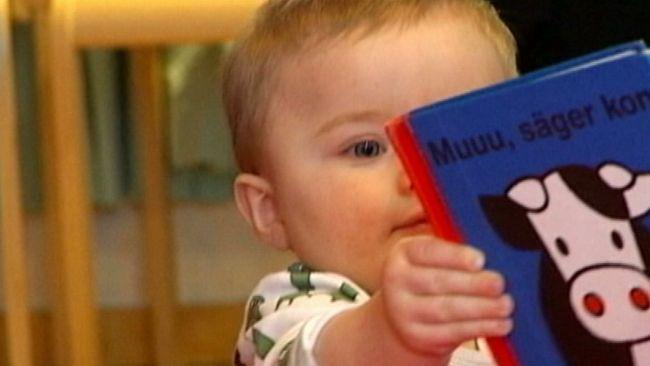 Det är aldrig för tidigt att börja läsa för ett litet barn. Redan vid sex månaders ålder kan barn koppla ihop bilder med ord. Och forskning visar att de barn man läser högt för, får ett större ordförråd och har senare oftast lättare att lära sig läsa och skriva.
