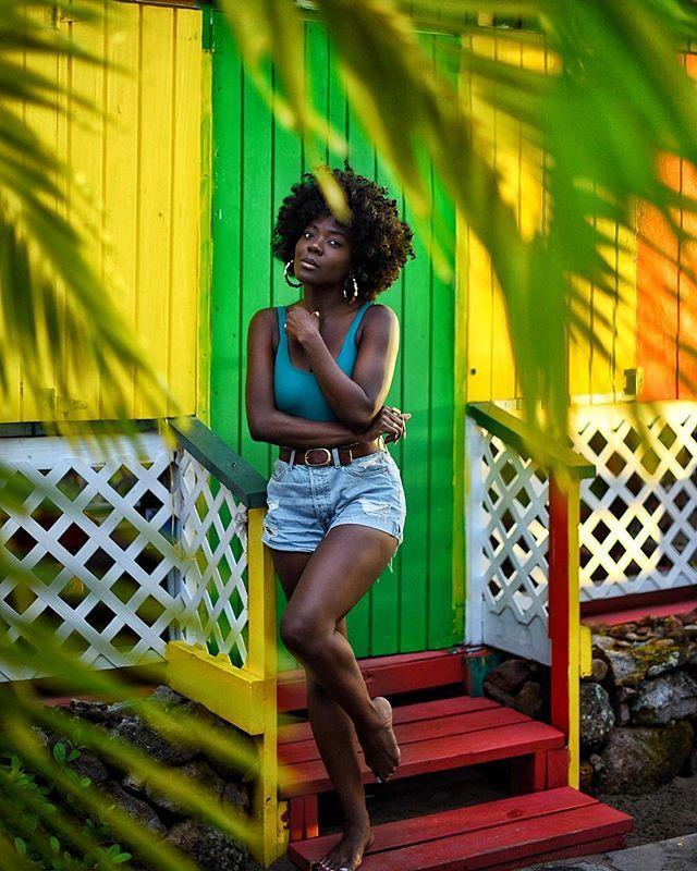 Black girl barefoot Raise Your Hand If You Like Walking Around Barefoot I Love Being Barefoot Hanging Out At Sunshines Black Girl Aesthetic Dark Skin Beauty Dark Skin Women