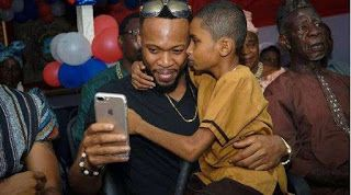 "Flavour The Caring Guy Hangs out With A the Blind Liberia Kid     Nigerian singer Flavour was recently in Liberia on a peace mission where he met an adorable blind boy Semah G. Weifur.  The 'Mama' singer went on a United Nations peacekeeping mission in the African country. play Adorable photo of Flavour and Semah (Instagram)  While there he met a blind boy who according to him sang his songs better than him.  play Adorable photo of Flavour and Semah (Instagram)  ""I made a new friend Semah G…"