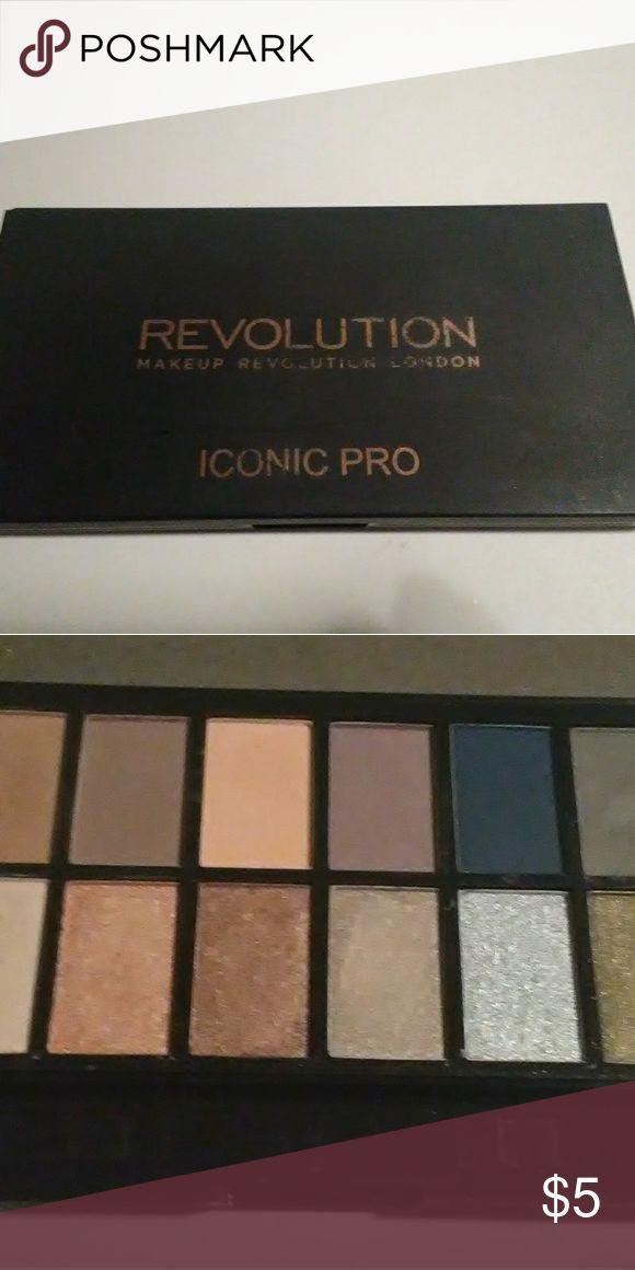Makeup Revolution Iconic Pro Lidschatten-Palette Swatched Makeup Revolution Makeup …   – Make-up und Hautpflege