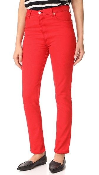Get this RE/DONE's high waist jeans now! Click for more details. Worldwide shipping. RE/DONE High Rise Red Jeans: Vibrant RE/DONE skinny jeans in a figure-flattering, high-rise silhouette. 5-pocket styling. 5-button fly. Fabric: Denim. 100% cotton. Wash cold. Made in the USA. Measurements Rise: 11.75in / 30cm Inseam: 29.5in / 75cm Leg opening: 11.75in / 30cm Measurements from size 27 (vaquero de cintura alta, cintura alta, talle muy alto, talle alto, mom fit, mom, high rise, jeans mit hohem…