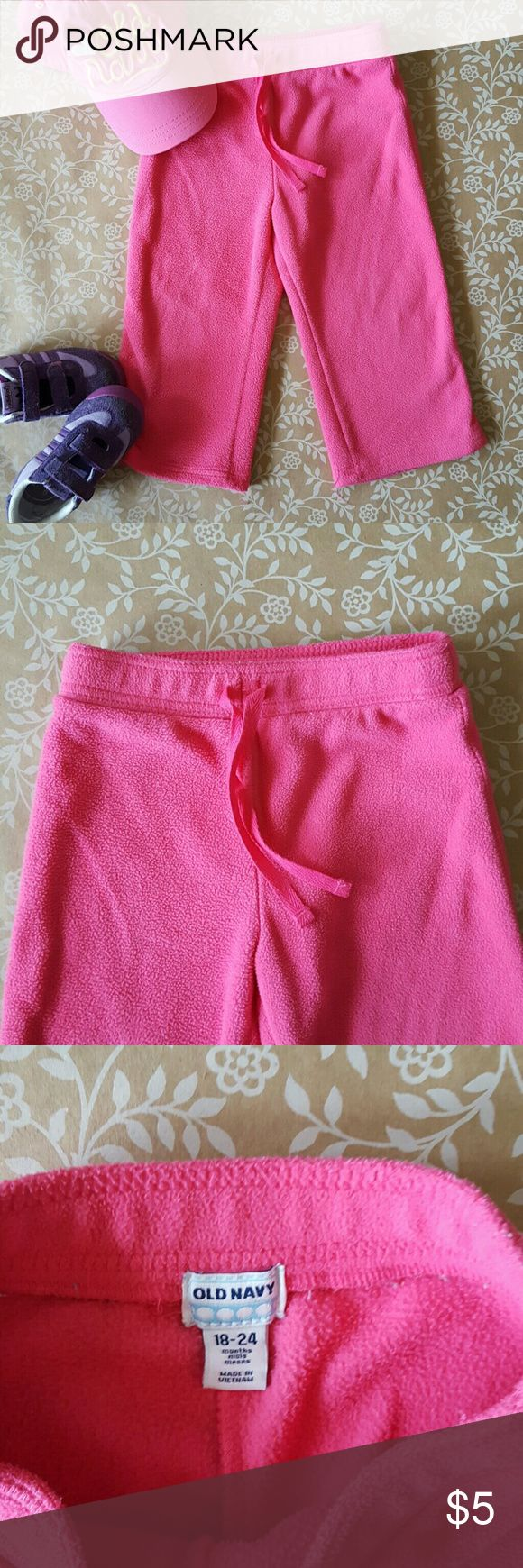 18-24M OLD NAVY FLEECE pants EUC! Pink Fleece Old Navy pants! 18M. Bundle up for savings! 3 or more items from my closet for 20% OFF! Old Navy Bottoms Sweatpants & Joggers