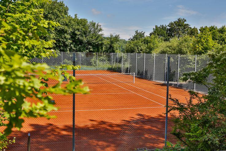 Tennisplatz vom Polisina