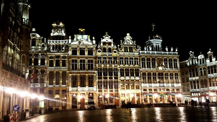 Bruxelles, Grand Place... Amazing night... looks like a fairy tale...