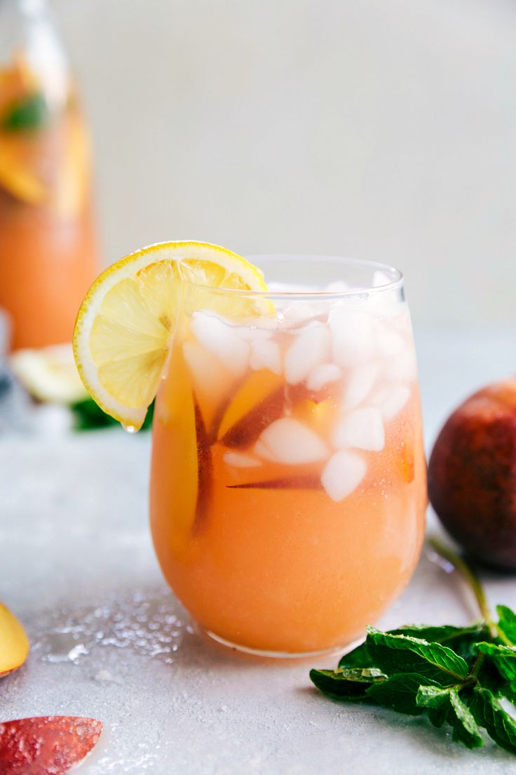 Peach Lemonade - This naturally sweetened and healthier Peach Lemonade is so delicious and refreshing!