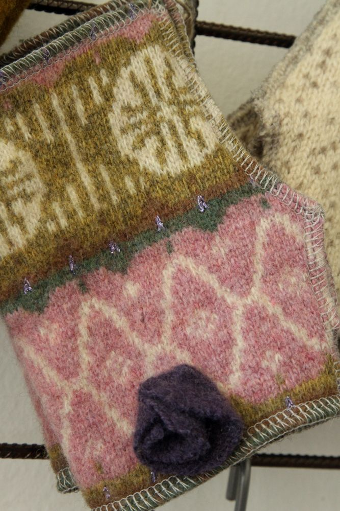 Woollen knitwear has been repurposed to wrist warmers. / Vanhat villapaidat ovat saaneet uuden elämän ranteenlämmikkeinä. willatar.fi/ *  www.facebook.com/willatar