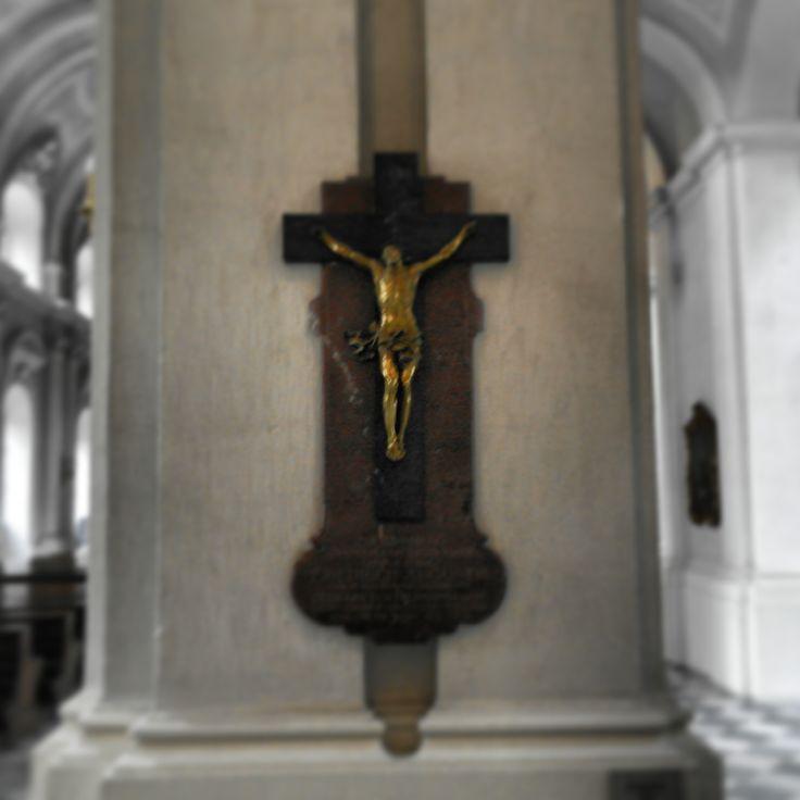 jesuskreuz in der #hofkirche #dresden