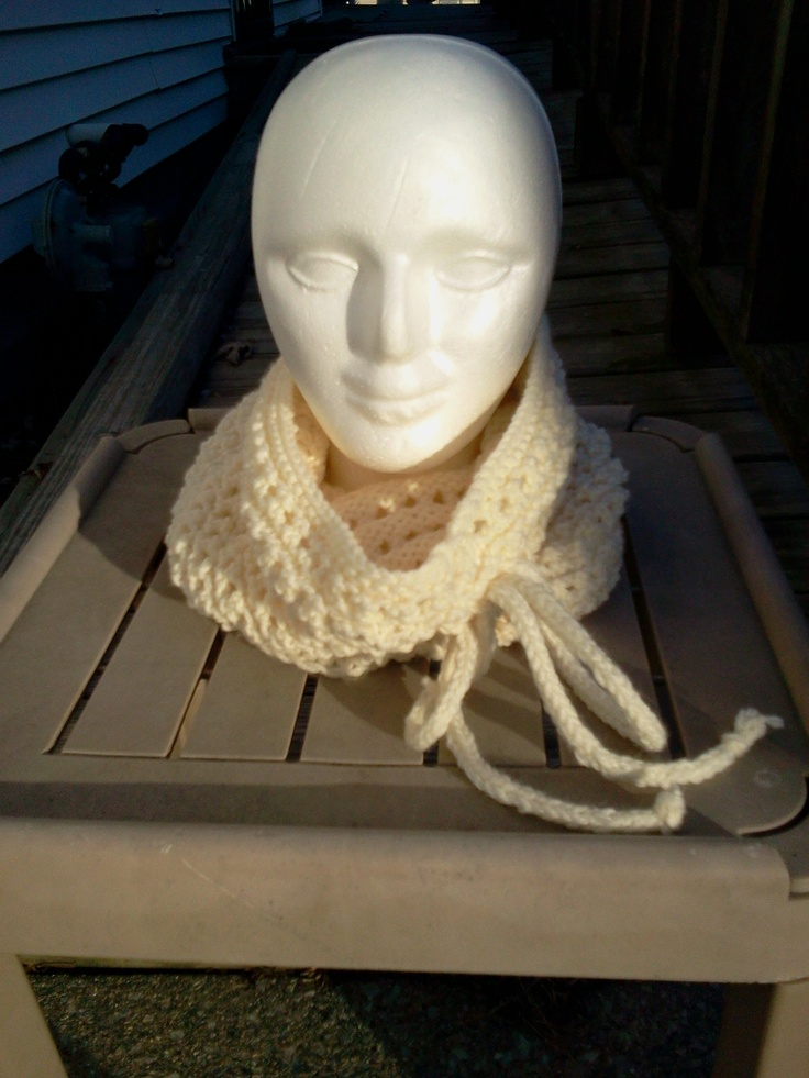 The same snood - down in this picture  http://www.womansday.com/home/craft-idea