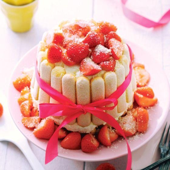 Aardbeien-mascarpone charlotte met witte chocolade. #JumboSupermarkten #langevingers #Moederdag