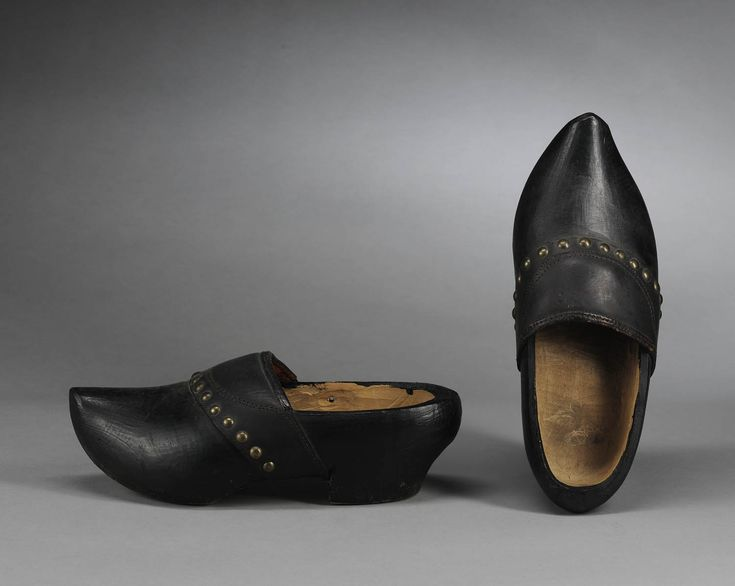 Clogs with 'kopspijkertjes' (little decorative nails used to fix the leather straps to the clogs) from Oost-Brabant (the Netherlands), pre 1948.
