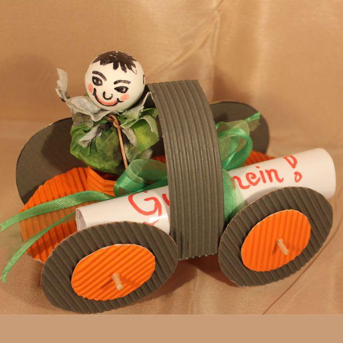 """Lustiger Karton-Flitzer (Idee mit Anleitung – Klick auf """"Besuchen""""!) - Auch die ganz Kleinen möchten dem Papa was Tolles zum Vatertag basteln. Diesen witzigen Kartonflitzer können auch schon Kindergartenkinder leicht selbstmachen."""