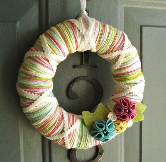 yarn wreath #yarn #wreath #spring