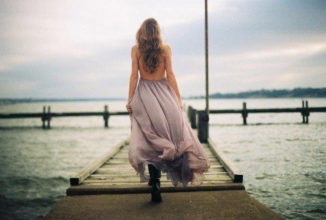 Прошлое бывает слишком тяжелым для того, чтобы повсюду носить его с собой. Иногда о нем стоит забыть ради будущего.   Джоан Роулинг
