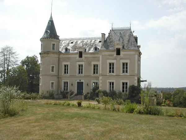 Real Estate in Vienne    OR 013CH    VIENNE FRANCE  Region Poitiers / Limoges  XIX° Century Chateau  13 hectares of land  Chateau + dependencies