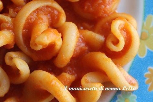 Gigli con la zucca (ricetta facile) I manicaretti di nonna Lella http://blog.giallozafferano.it/graziagiannuzzi/gigli-zucca/