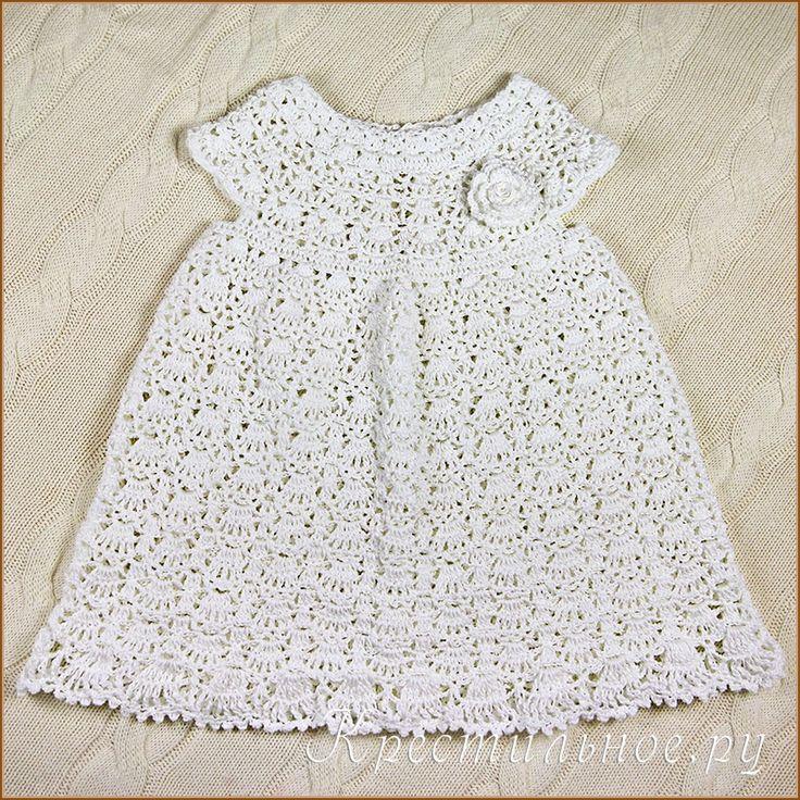 Связанное крючком из белой хлопковой пряжи ажурное платье малышки. Можно на Крестины, можно для красоты. В самый раз на лето.  Платье надевается через голову, сзади на пуговке.