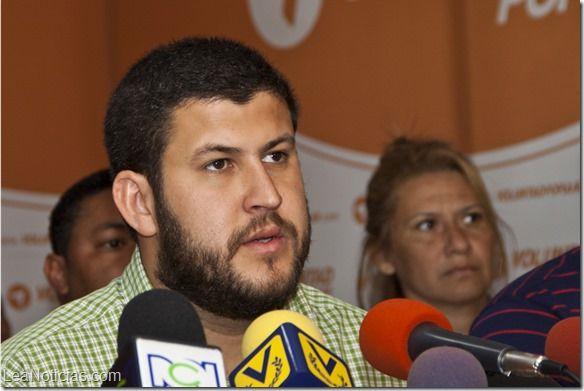 Smolansky: Este Gobierno cobarde siente temor de este partido que le sobra liderazgo social - http://www.leanoticias.com/2014/02/20/smolansky-este-gobierno-cobarde-siente-temor-de-este-partido-que-le-sobra-liderazgo-social/