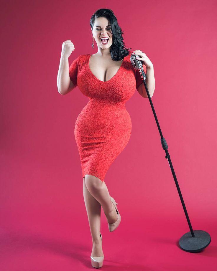 фото женщин россии с большой грудью двигает своим тазом