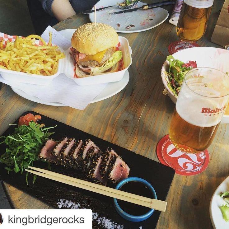 @kingbridgerocks se ha dado un banquete en #labaratapasbar! La foto nos encanta!    Más así y más después de exámenes y trabajos. #labarra #labarrabarcelona #happy #picoftheday #loveyou #happymoments #browneyes #foodlover #lovefood #fatfood #tataki #burguer #beer #salad #january #enero #timeforme #lifehappens by labarratapasbar