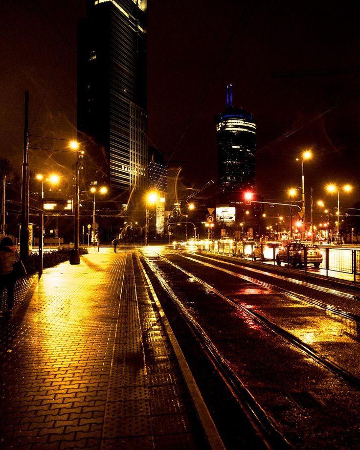 #axa #spire #night #work #gold #black #tracks #citylight #streeatlights #workinghard #okopowa #solidarności  #towarowa #warszawa #polska #walkwithme