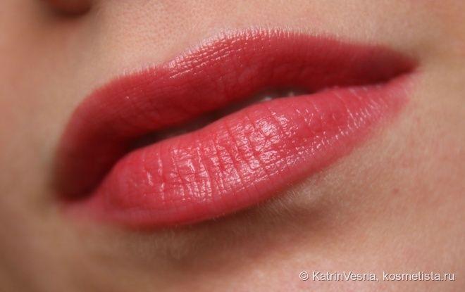 Guerlain La Petite Robe Noire Deliciously Shiny Lip Colour 003 Red Heels