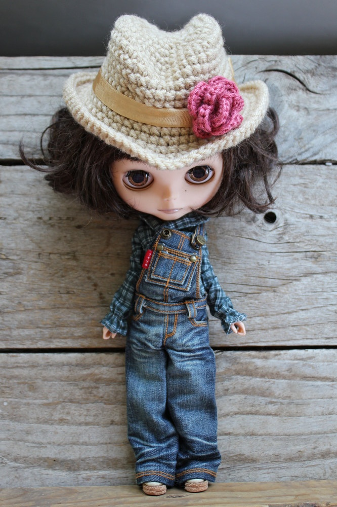 *perfect for Bythecon Dallas* Hand Crocheted Doll Fedora or Cowboy Hat - Made to Order - Beige with Rose. $30.00, via Etsy.