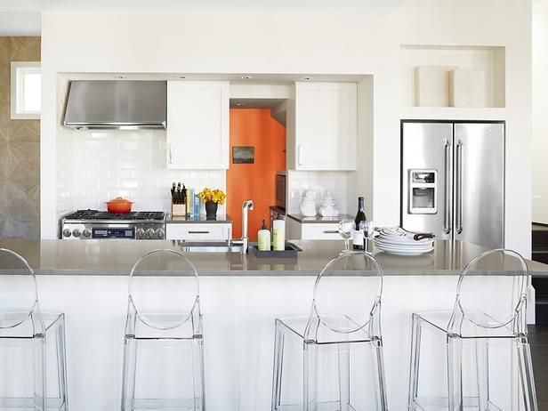 #hgtvmagazine goes inside Vern Yip's Florida beach house. This crisp, clean kitchen is included in the tour. http://www.hgtv.com/decorating-basics/relax-at-vern-yips-florida-beach-house/pictures/page-8.html?soc=pinterest