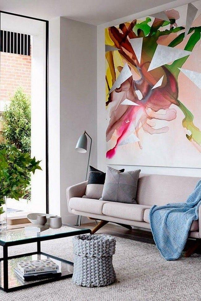 Фреска с гигантским всплеском цвета на стене